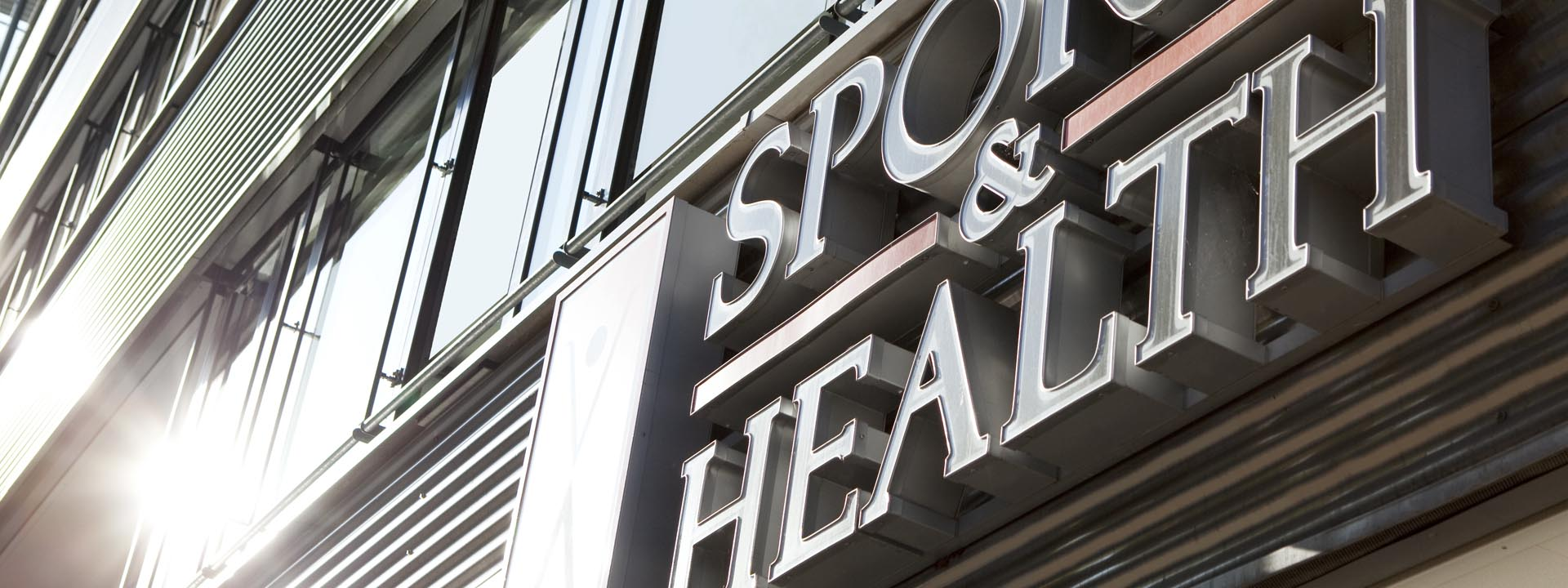 SPORTS & HEALTH Logo Hausfassade